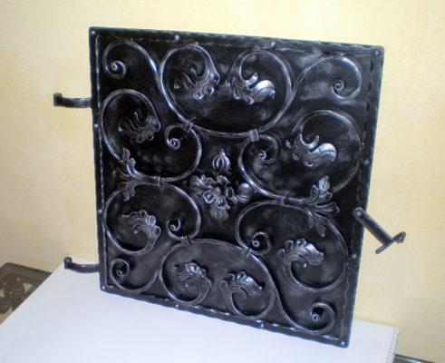 Kovana vrata kamina