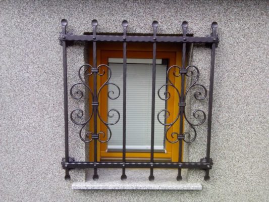 Kovinska mreža za okno